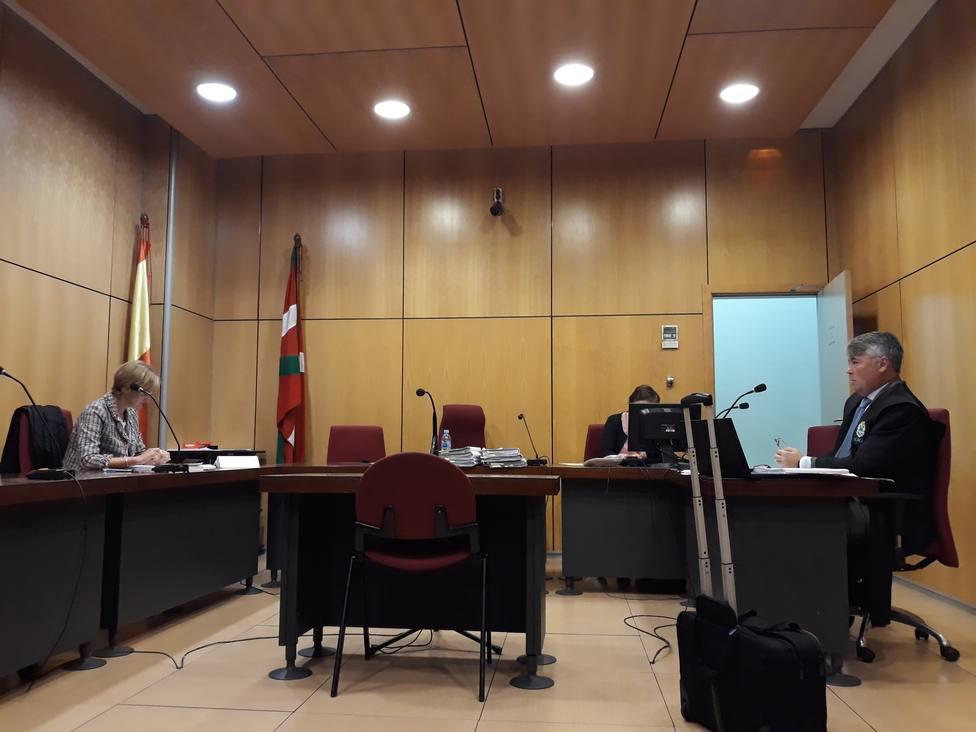 Visto para sentencia el juicio a tres miembros de La Manada por robar gafas de sol en una óptica de San Sebastián