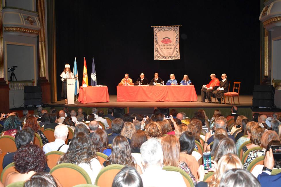 El Teatro Jofre se llenó para la celebración de este acto - FOTO: Universida de A Coruña
