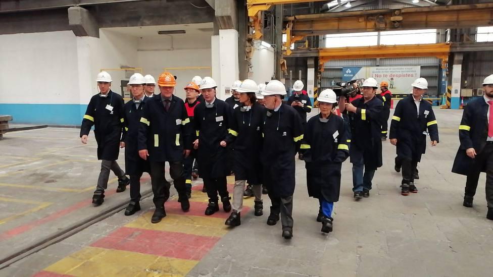 Visita de la ministra de Industria, Reyes Maroto, a la planta de Alcoa en San Cibrao