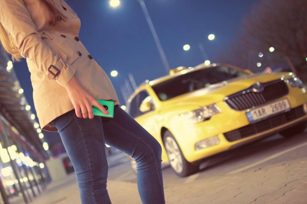 Taxistas esperarán a que el cliente entre en su destino para más seguridad