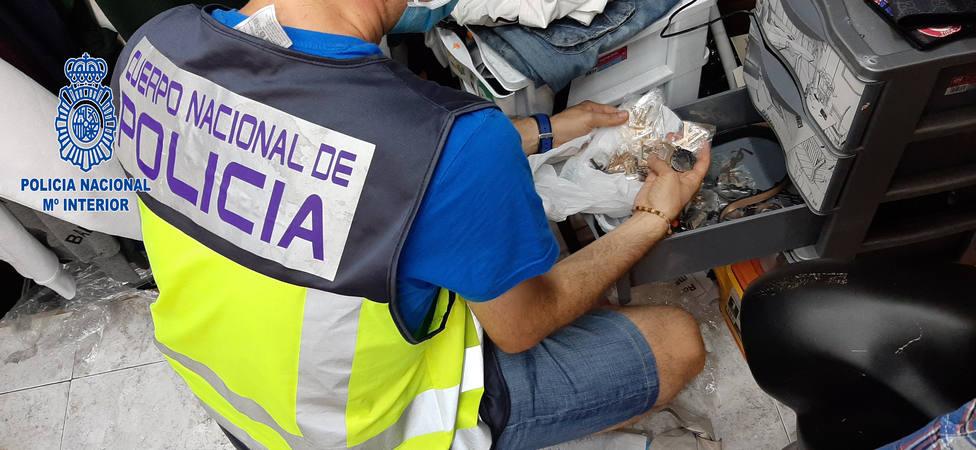La Policía Nacional interviene más de 1.600 productos falsificados