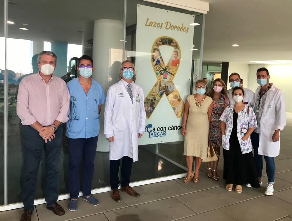 El Hospital Torrecárdenas se suma a la campaña 'Lazos dorados'