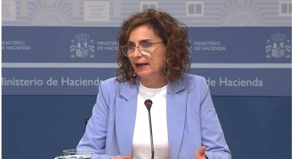 Montero asegura que las cuentas de las CCAA estarán más saneadas que las del Estado tras la pandemia