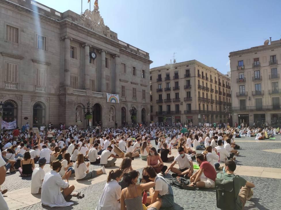 Concentración de Médicos Internos Residentes (MIR) en la plaza Sant Jaume de Barcelona (Archivo) EUROPA PRESS