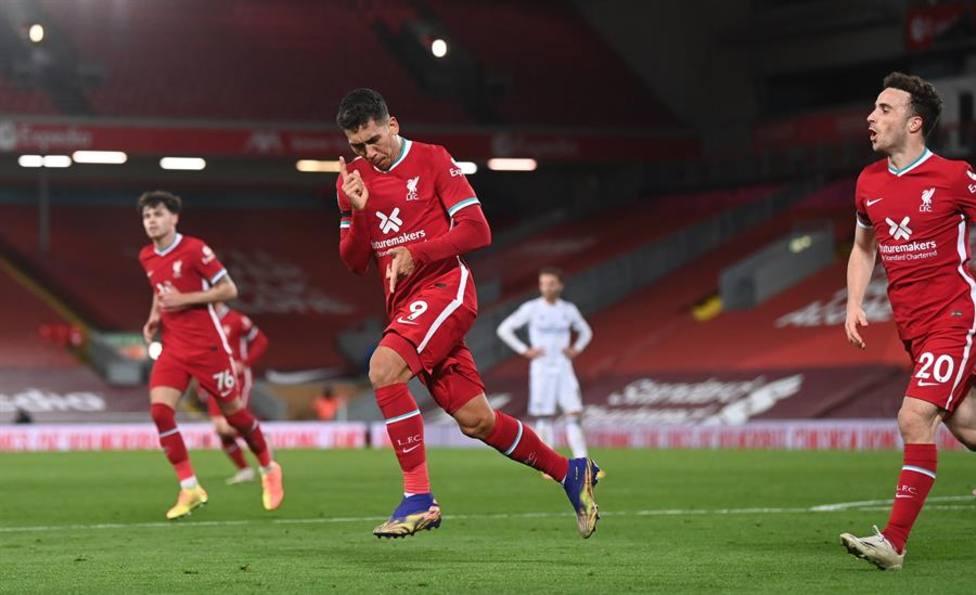 El Liverpool golea al Leicester y atrapa al Tottenham