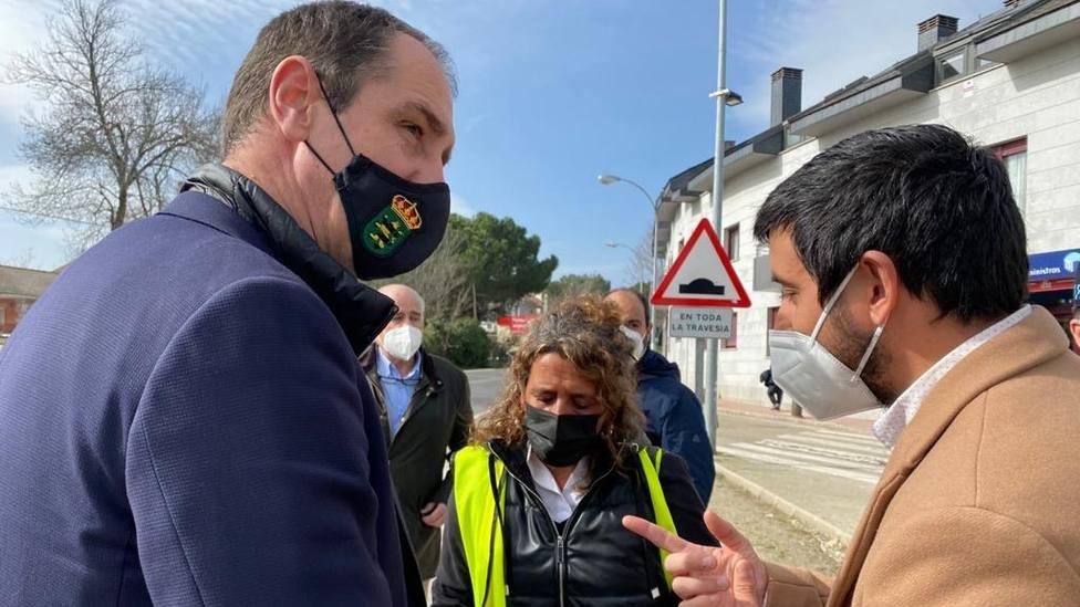 Inés Berrio, entre el edil de Urbanismo y el alcalde de Alpedrete