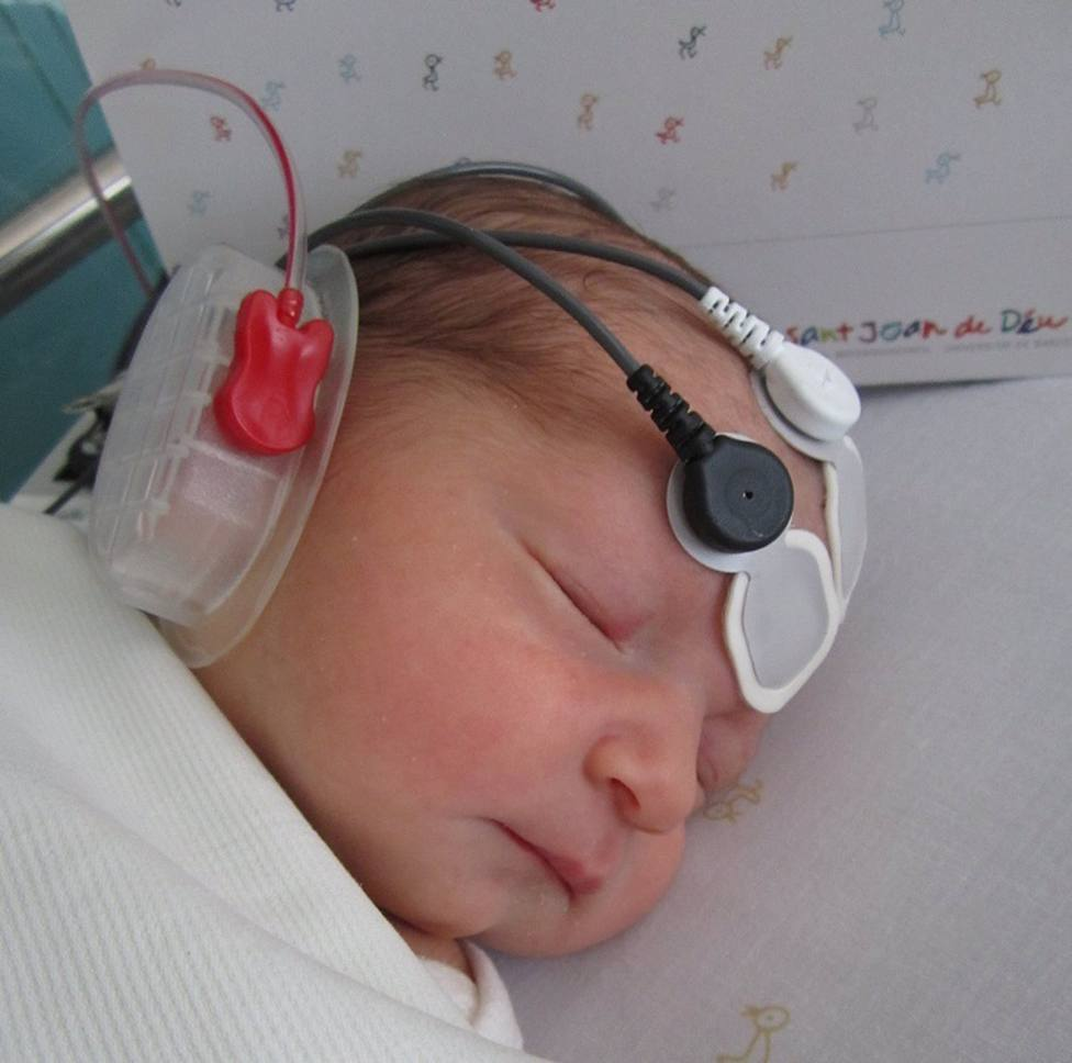 Un estudio de la UB muestra que los recién nacidos no distinguen todas las vocales