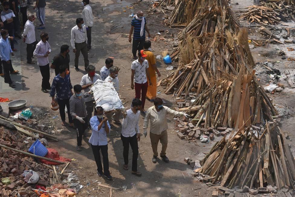 India registra un nuevo récord con más de 400.000 contagios y 3.523 fallecidos en un día