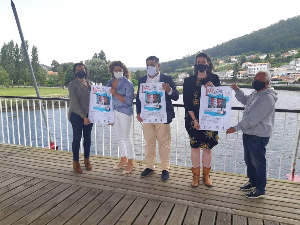 Presentación de V Festival Jazz de Ría en el puente entre Neda y Narón