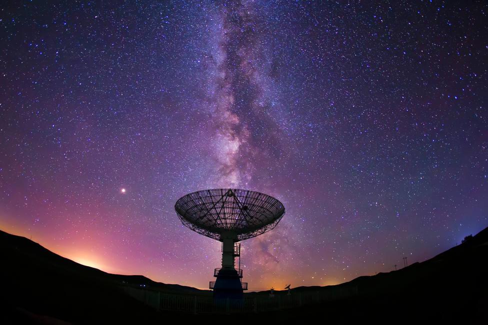 Un grupo de astrónomos detecta una señal de radio insólita dentro de la Vía Láctea