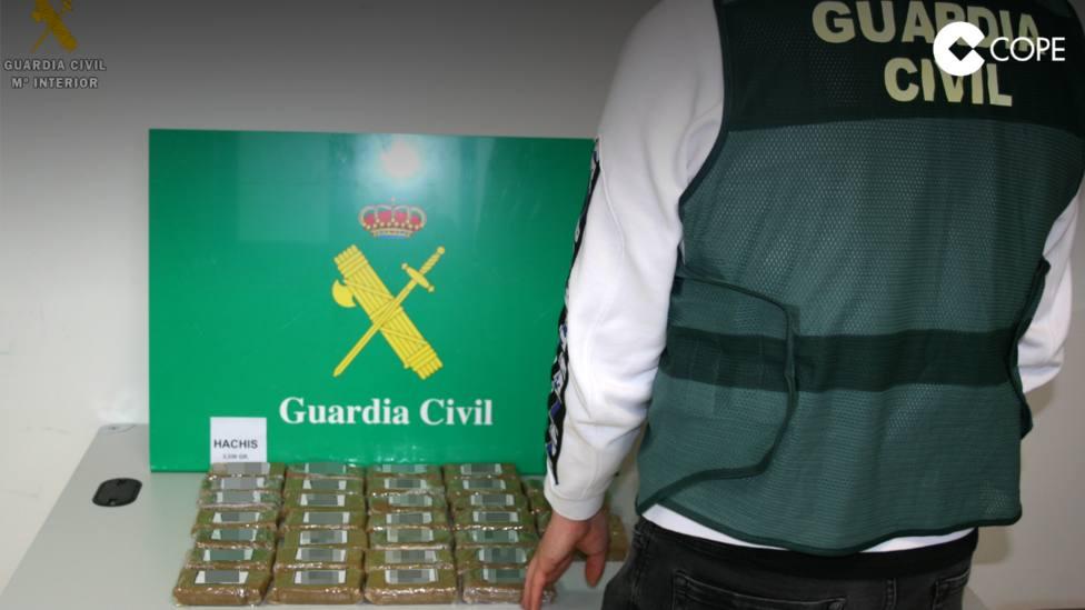 ctv-wj0-la-guardia-civil-detiene-a-una-persona-por-un-delito-contra-la-salud-pblica-por-trfico-de-drogas