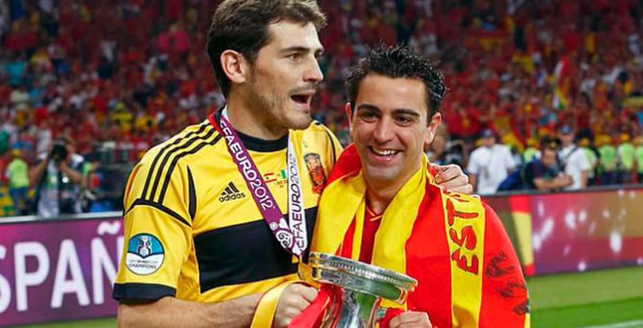 Casillas y Xavi celebran la Eurocopa lograda en 2012. Reuters.