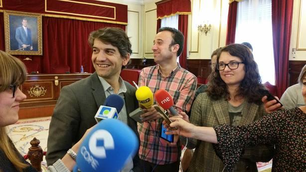 Jorge Suárez comparecía ante la prensa al finalizar el pleno extraordinario