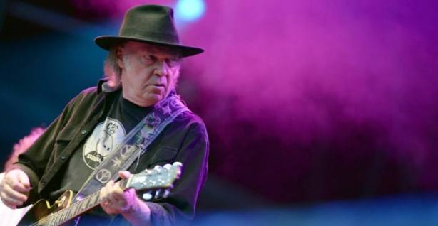 Neil Young, durante un concierto.