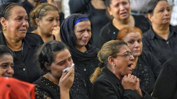 Familiares de víctimas del atentado en Egipto