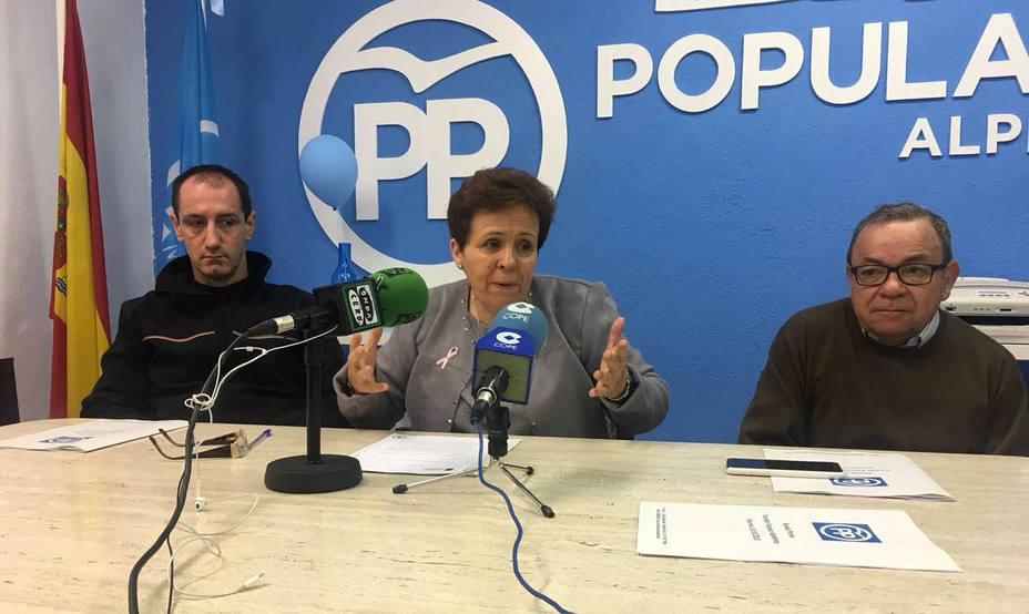 Marisol Casado, acompañada por Juan Rodríguez y Tomás Carrión