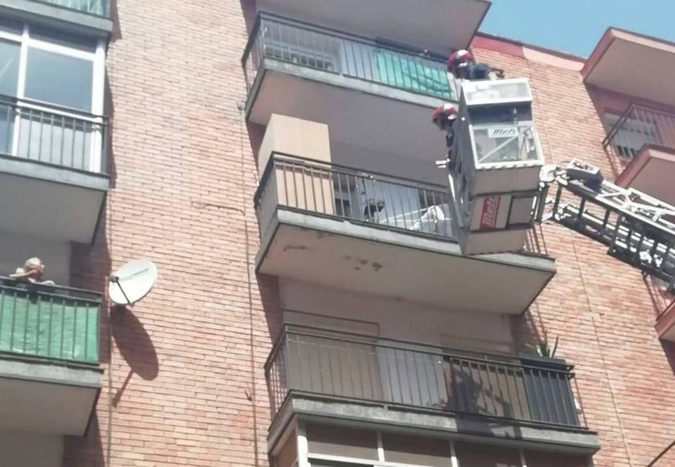 Rescate de un perro por parte de los Bomberos de Valladolid