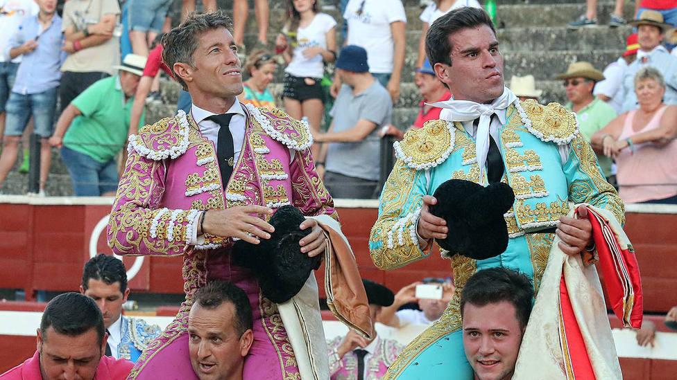Manuel Escribano y Rubén Pinar en su salida a hombros en Soria