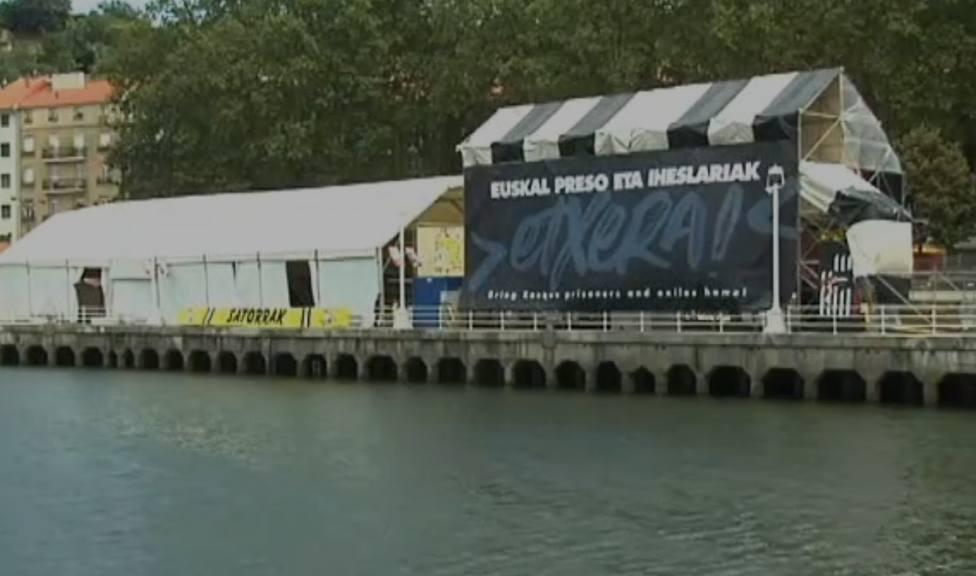 El PP exige quitar una caseta de Bilbao que pide el acercamiento de presos de ETA