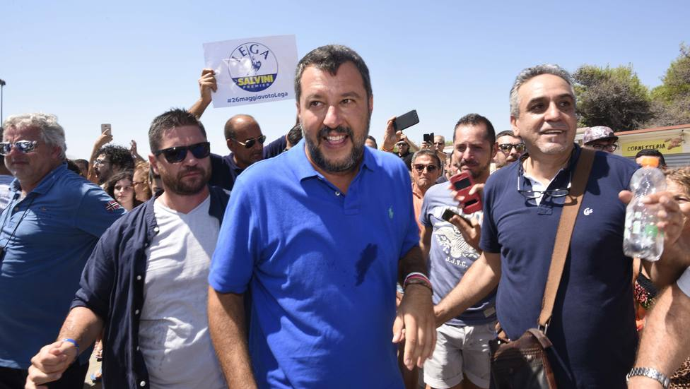 Salvini recibe con estupor las críticas y alega que, sin su firmeza, la UE no habría movido un dedo