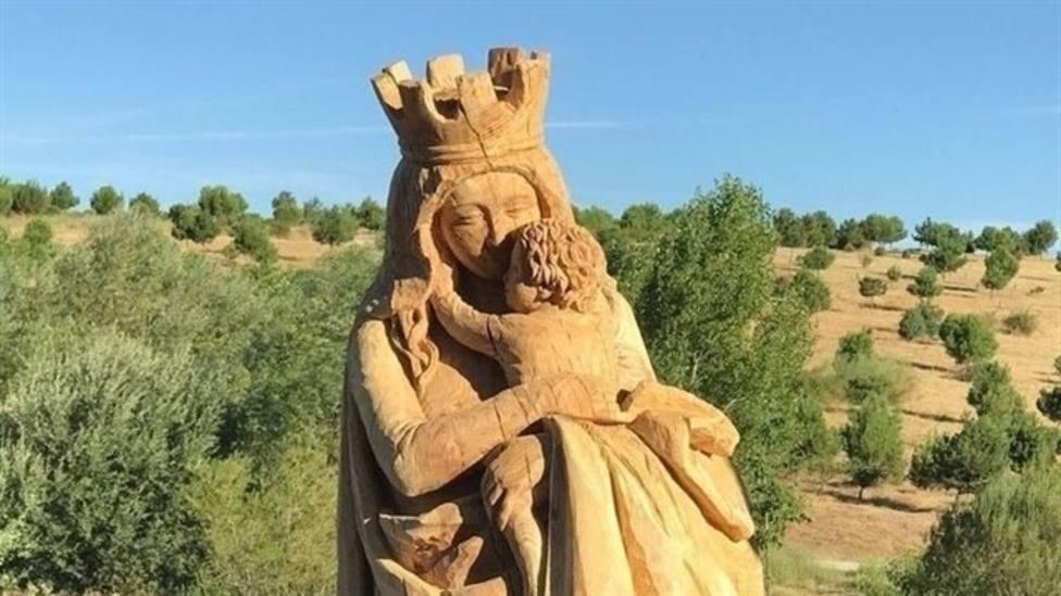 La historia de las balas que esconde la talla de La Virgen del Abrazo en Madrid
