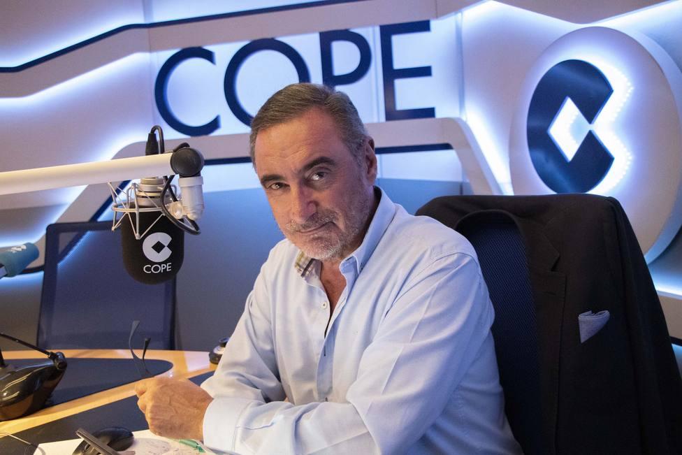 Carlos Herrera en los estudios centrales de la Cadena COPE, en Madrid