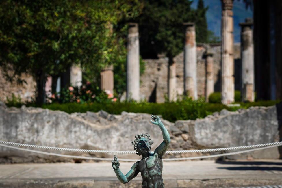Una mujer devuelve varias piezas robadas de Pompeya porque están malditas: Mi vida ahora es una desgracia