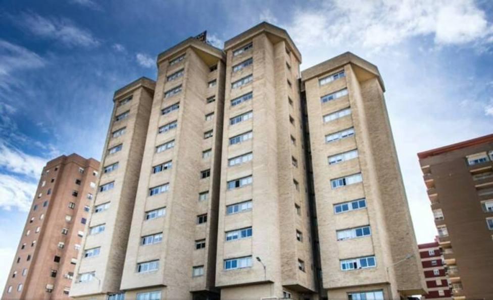 Confinan la residencia universitaria Ausias March (Valencia) por un brote con 72 casos