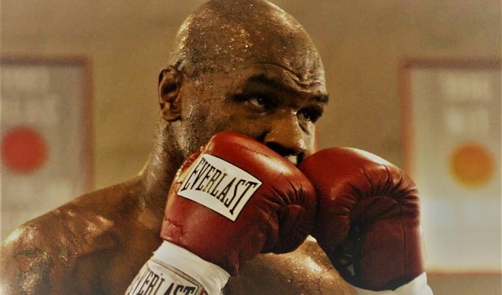 Las leyendas Mike Tyson y Roy Jones Jr. regresan al cuadrilátero este sábado entre polémicas normas