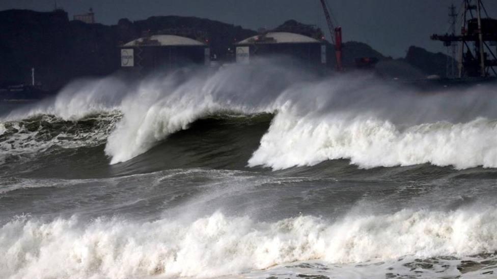 Olas en la costa de Gijón