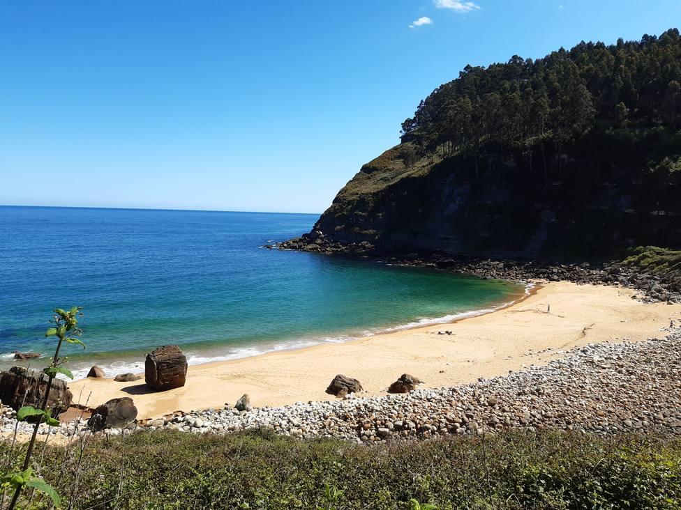 La playa de Merón es un arenal poco conocido y muy apreciado por los pescadores y vecinos de la zona