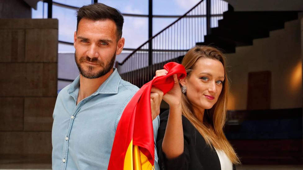 Saúl Craviotto y Mireia Belmonte, con la bandera de España (FOTO: COE)