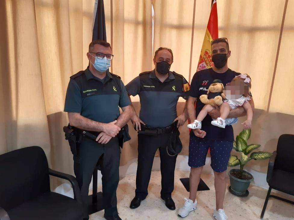 Sevilla.-Sucesos.- La Guardia Civil auxilia a una bebé de 16 meses que se ahogaba en una piscina desmontable