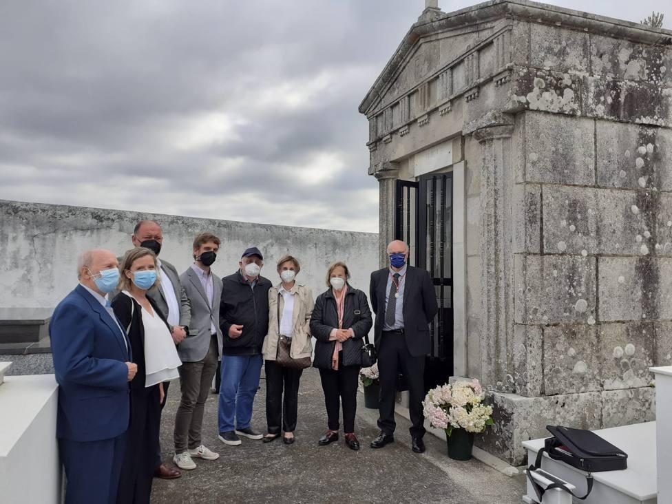 El cementerio municipal de Ortigueira acogió la ofrenda. FOTO: concello de Ortigueira