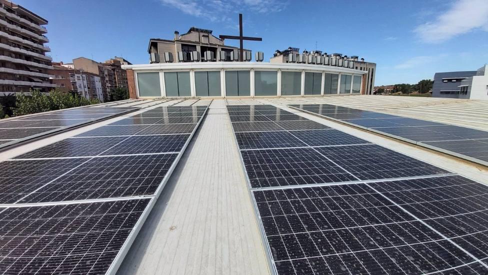 Una parroquia de Lleida instala paneles solares que darán energía a familias del barrio