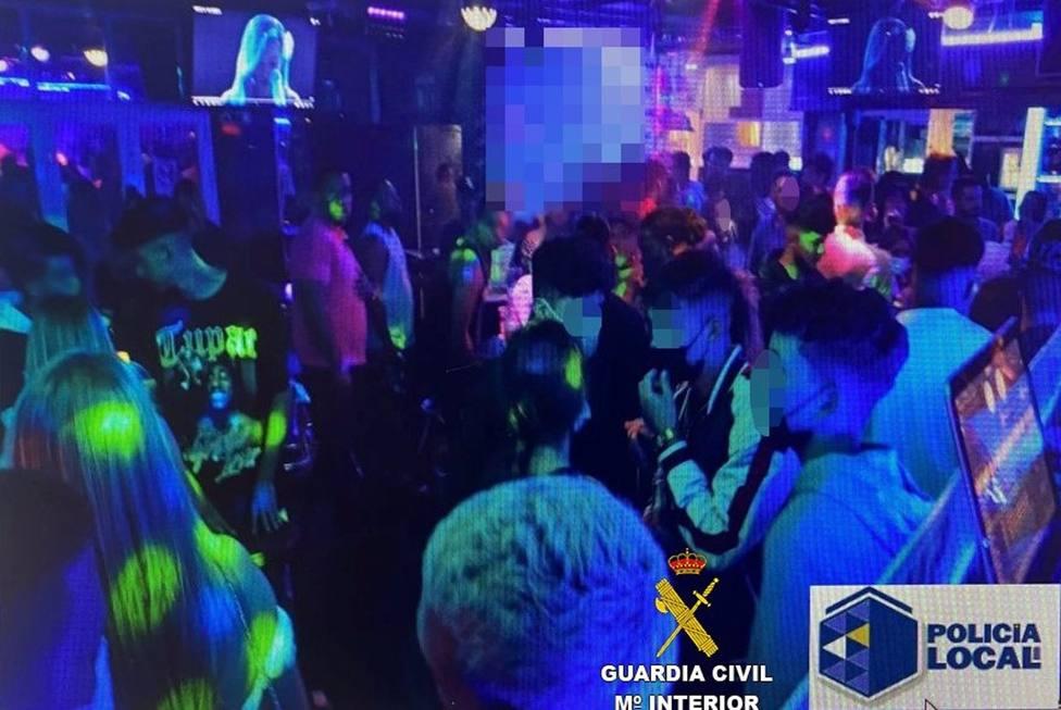 Sucesos.- Denuncian un local de ocio nocturno en Playa Blanca por incumplir las medidas para frenar el Covid