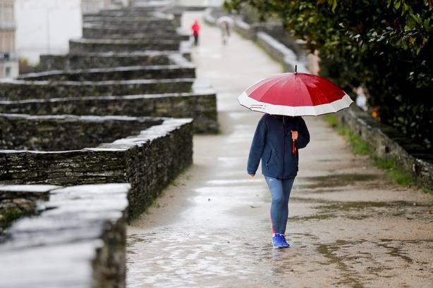 Nueva jornada de chubascos y ligero aumento de las temperaturas máximas