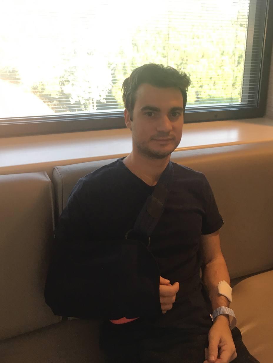 Pedrosa, operado de su clavícula derecha, podría pilotar en tres meses