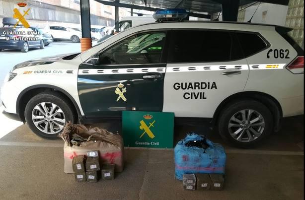 La Guardia Civil halla 67 kilos de hachís abandonados en la A-4 a su paso por Tembleque (Toledo)