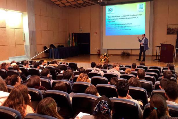 El Gobierno ampliará las becas José Castillejo para que puedan beneficiarse doctores interinos universitarios