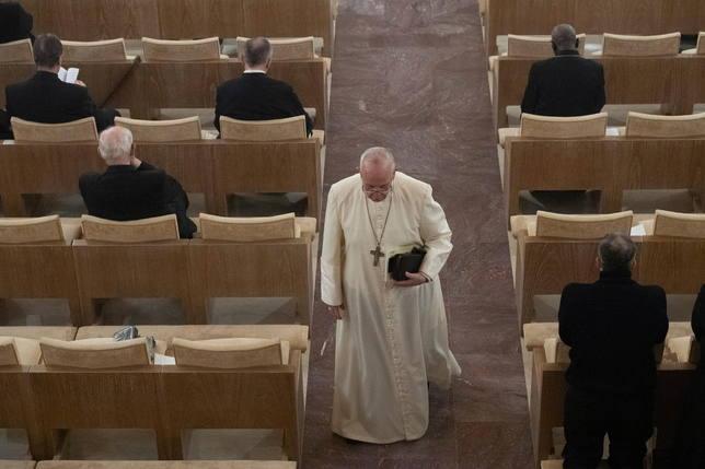 El Papa dedica un cariñoso mensaje en plenos ejercicios espirituales a un cardenal fallecido