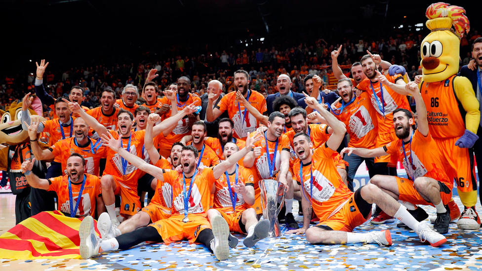 El Valencia Basket celebra la cuarta Eurocup de su historia. EFE