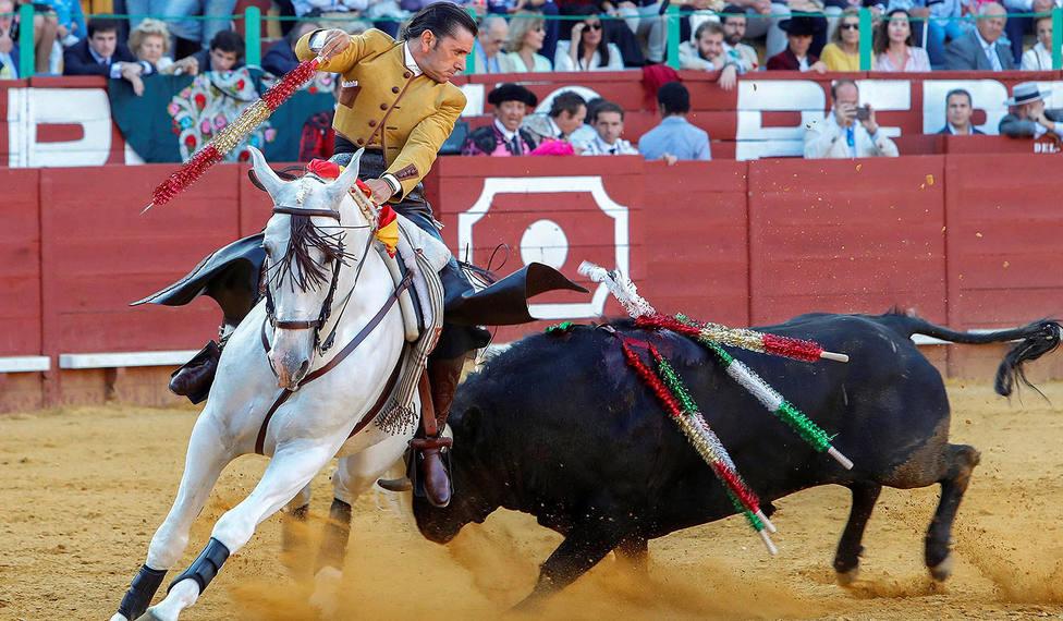Diego Ventura durante su actuación en el festejo de rejones con el que ha comenzado la Feria de Jerez