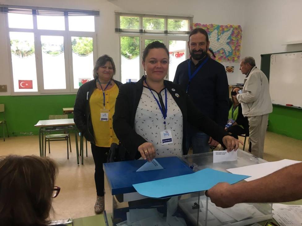 Olalia Ledo, candidata del BNG a la Alcaldía de Narón, el día de las elecciones