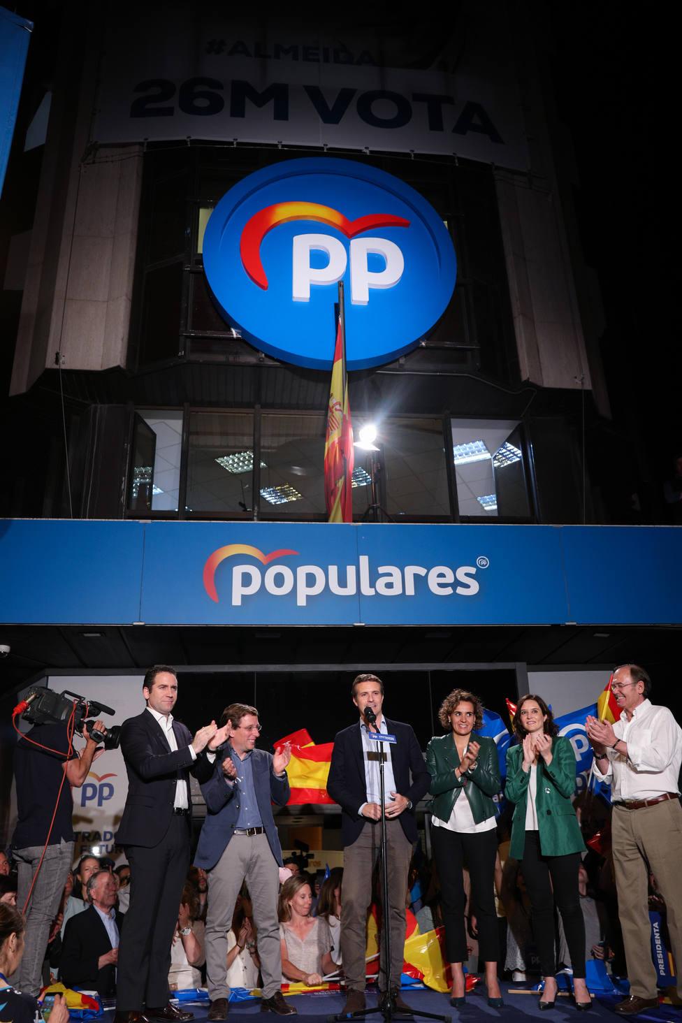 Casado sale reforzado al reconquistar el Ayuntamiento de Madrid y retener la Comunidad, evitando el sorpasso de Cs