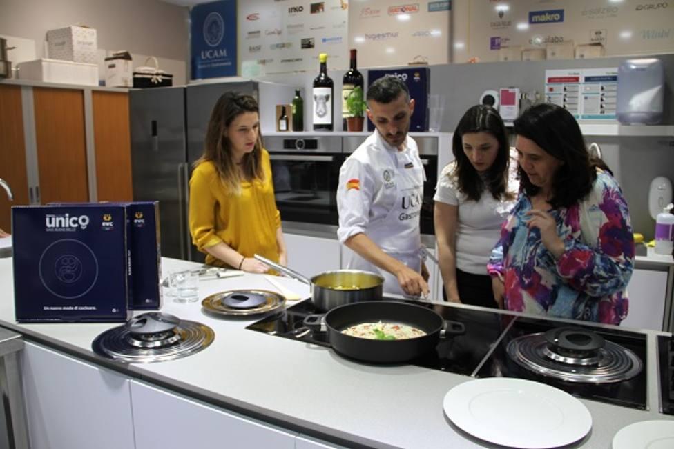 """EWC España presenta en la UCAM """"un revolucionario sistema de cocción"""""""