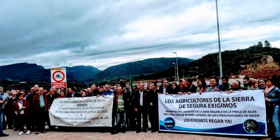 Manifestación en la presa durnate el año 2018