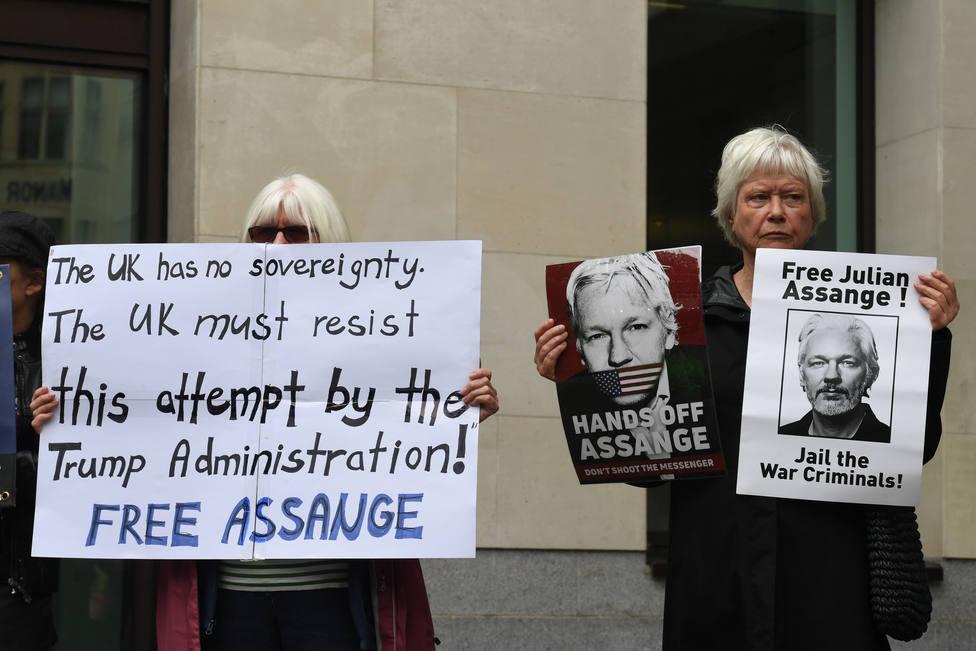 Assange seguirá en prisión cuando concluya su actual condena por su historial de fugas
