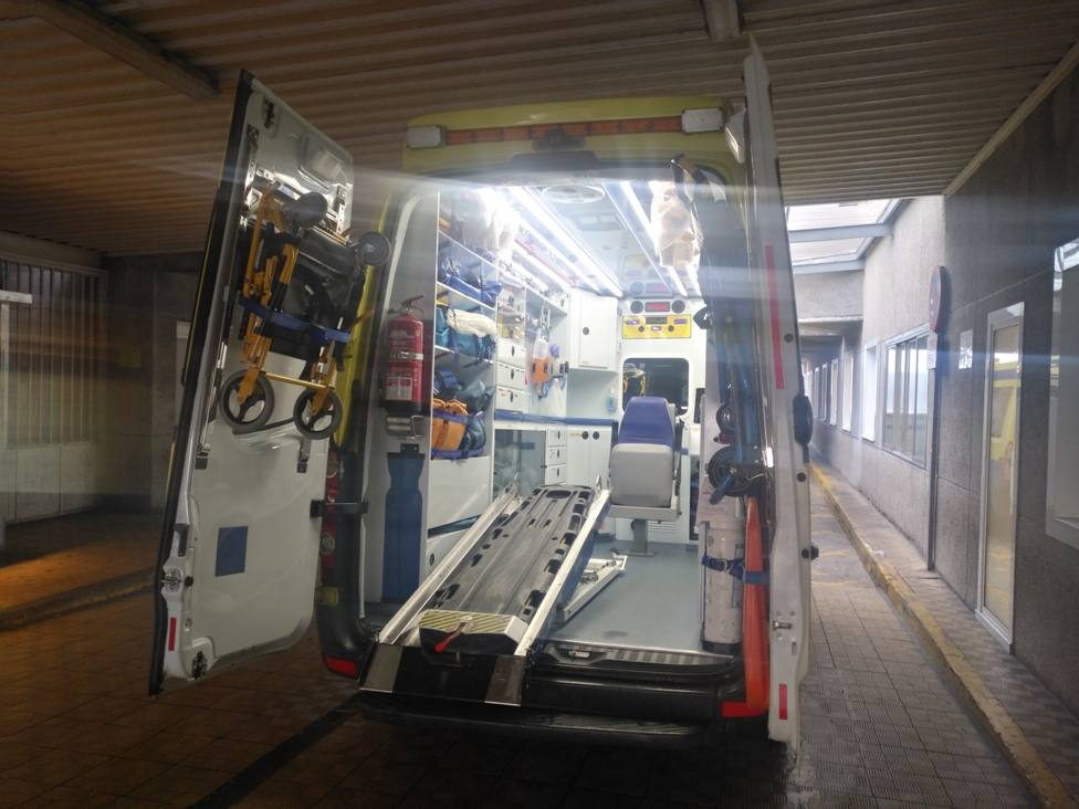 Foto de archivo del interior de una ambulancia en el Arquitecto Marcide