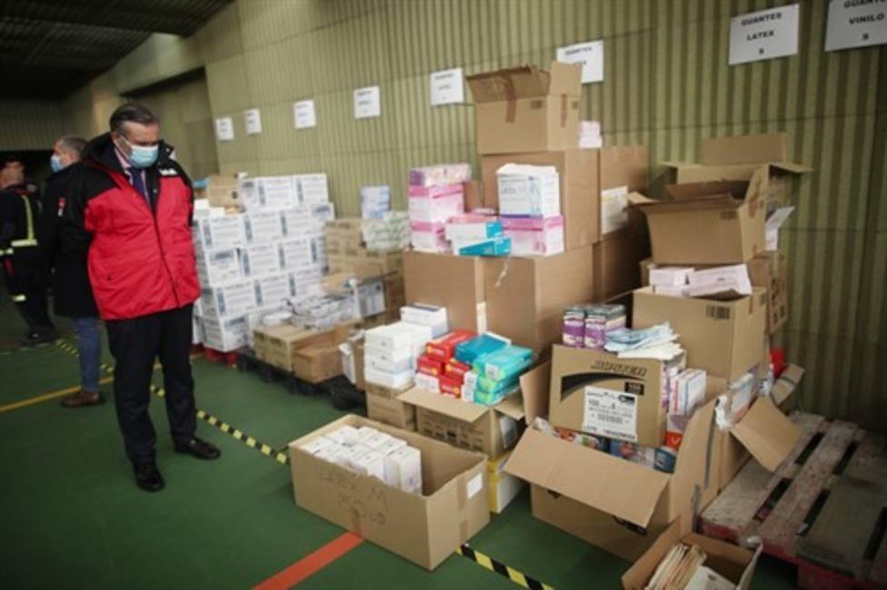 La Comunidad de Madrid entrega a residencias 153.000 pares de guantes y 18.500 mascarillas donadas